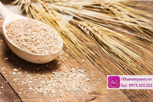 Trị mụn bằng cám gạo tại nhà