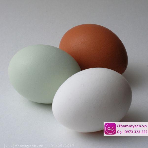hỗn hợp mặt nạ trắng da từ trứng gà